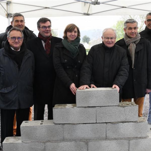 le-creusot-la-1ere-pierre-des-nouveaux-vestiaires-du-cocb-a-ete-posee-34161