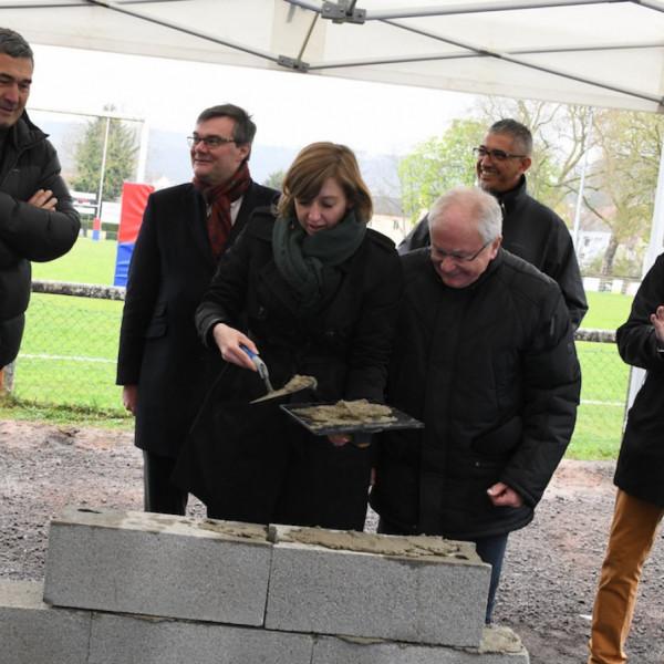le-creusot-la-1ere-pierre-des-nouveaux-vestiaires-du-cocb-a-ete-posee-83987
